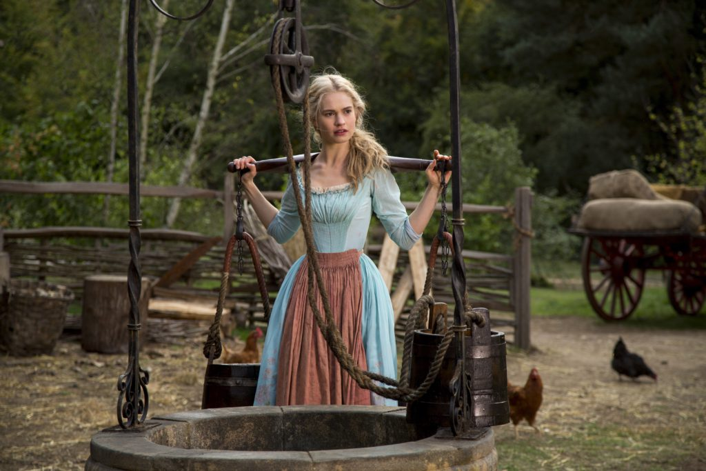 Cinderella-offical-stills-cinderella-2015-37830854-5760-3840